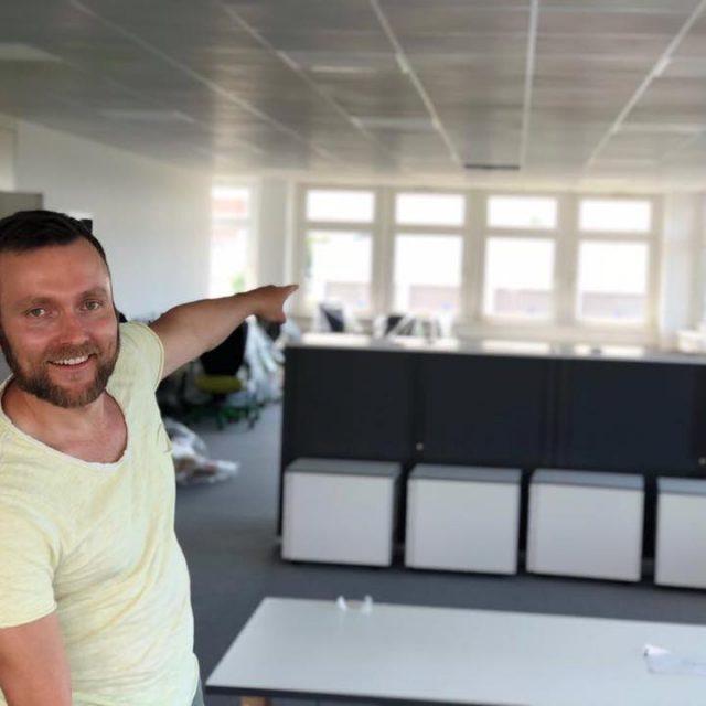 Heiße Endphase des neuen Firmengebäudes