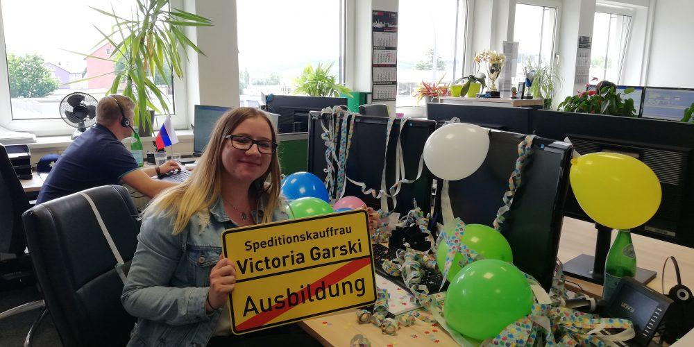 Azubine Victoria Garski schließt Ausbildung erfolgreich ab!